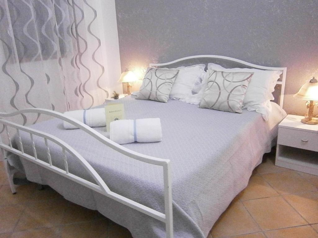 A bed or beds in a room at B&B La Rosa Lampedusa