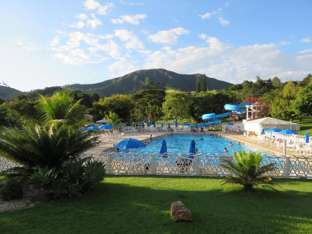 A piscina localizada em Hotel Fazenda M1 ou nos arredores