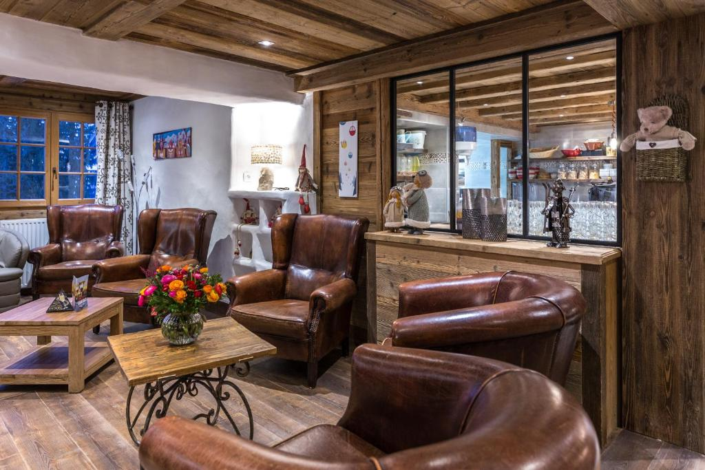 The lobby or reception area at Chalet Hotel La Croix Blanche