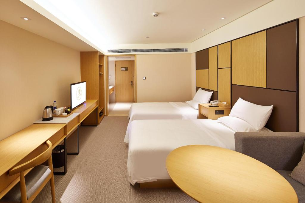 A bed or beds in a room at JI Hotel Chengdu West Hi-tech Zone Longhu