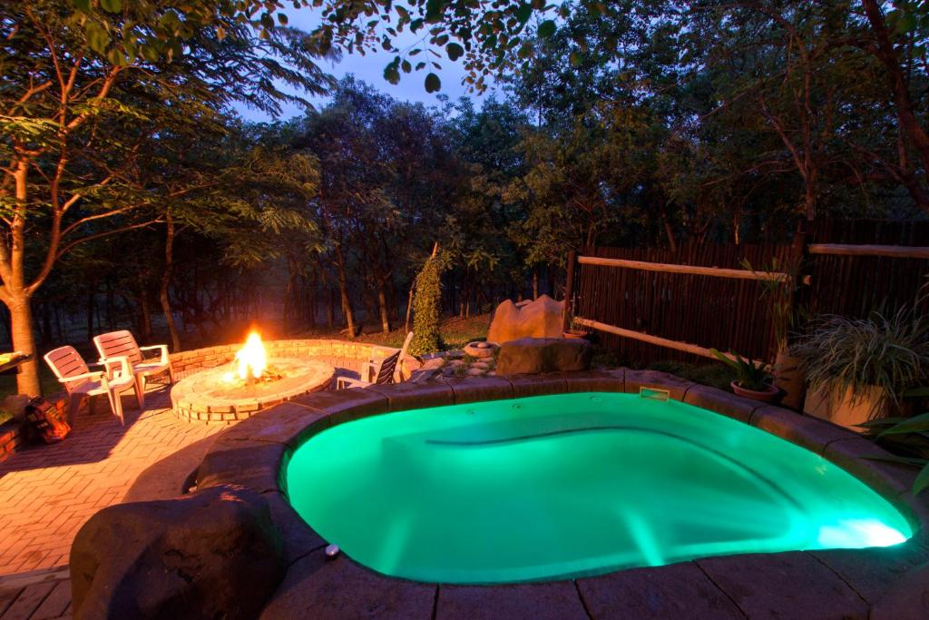 The swimming pool at or close to Tranquil Nest