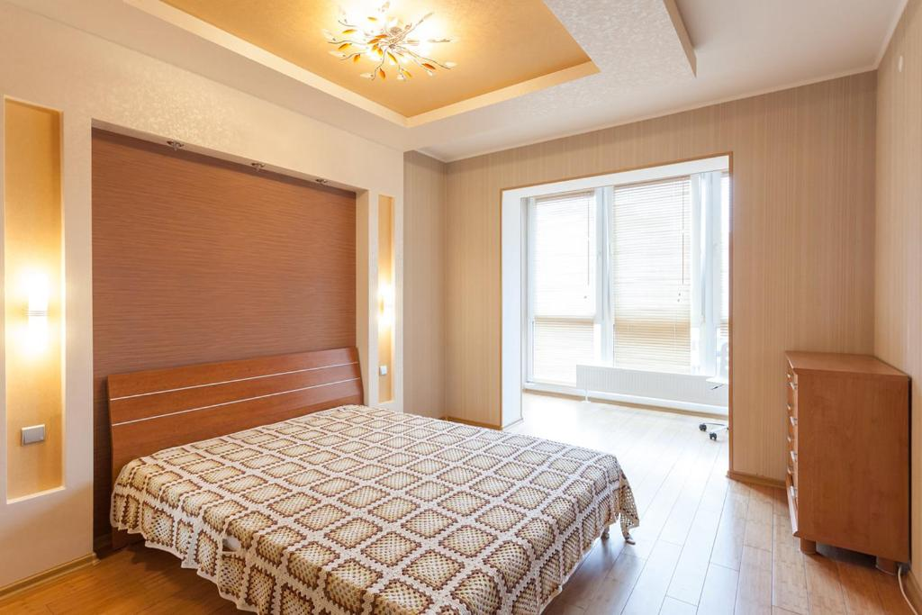 A bed or beds in a room at Apartments on Rimskaya 29