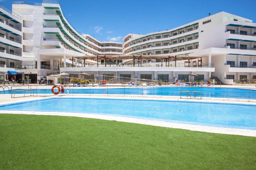Бассейн в Apartamentos Gema Aguamarina Golf или поблизости