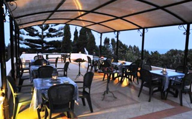 A restaurant or other place to eat at B&B Il Giardino Segreto