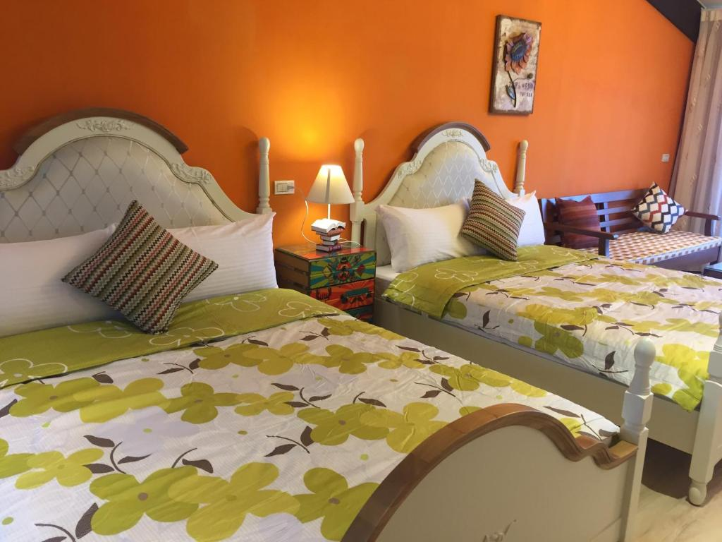 A bed or beds in a room at Green Life B&B