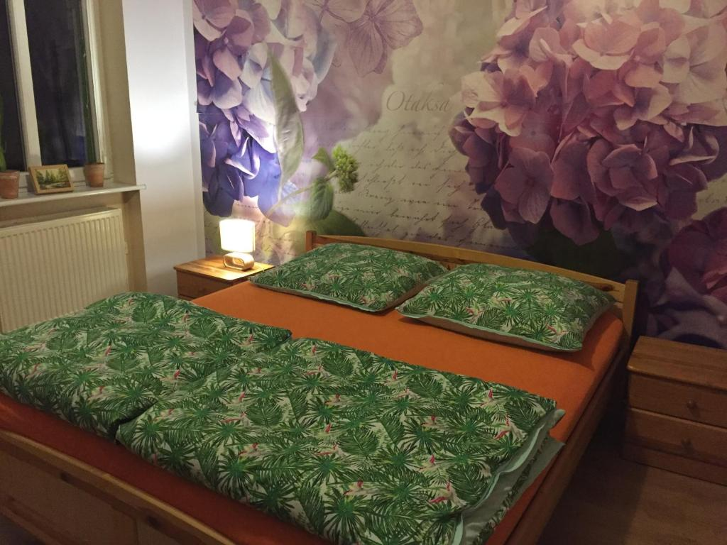 A bed or beds in a room at Kawalerka Fredry 3/13