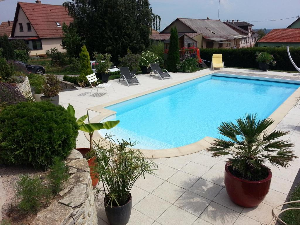 A view of the pool at Au Coeur Du Vignoble or nearby