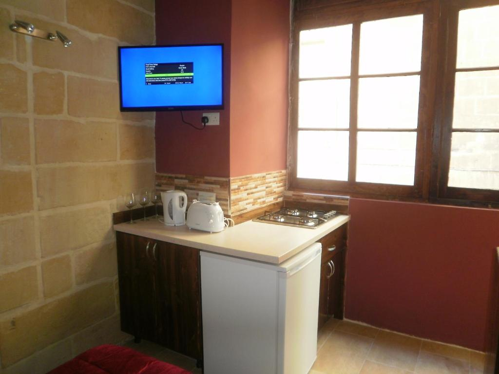 A kitchen or kitchenette at Studios 23