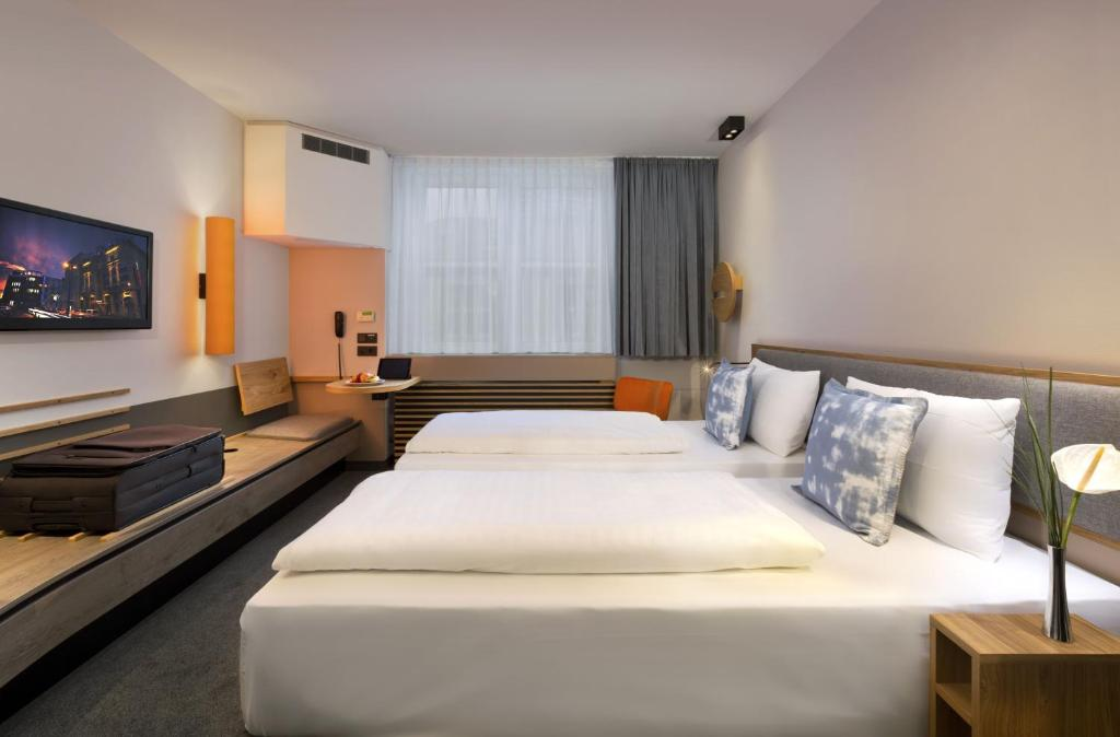 A bed or beds in a room at Fleming's Express Hotel Frankfurt