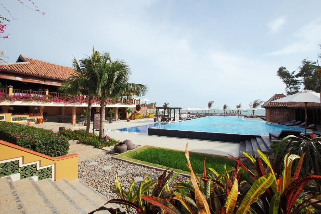 Piscine de l'établissement Poshanu Resort ou située à proximité