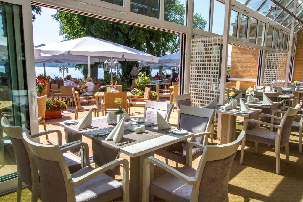 A restaurant or other place to eat at Falk Seehotel Plau am See