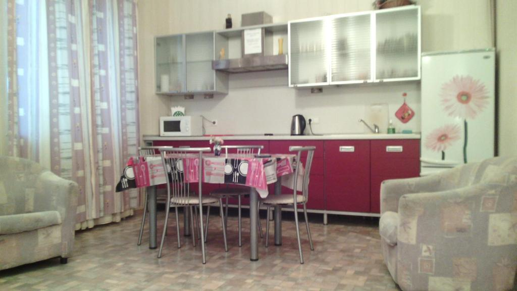 A kitchen or kitchenette at Apartment Lesnoy Gorodok