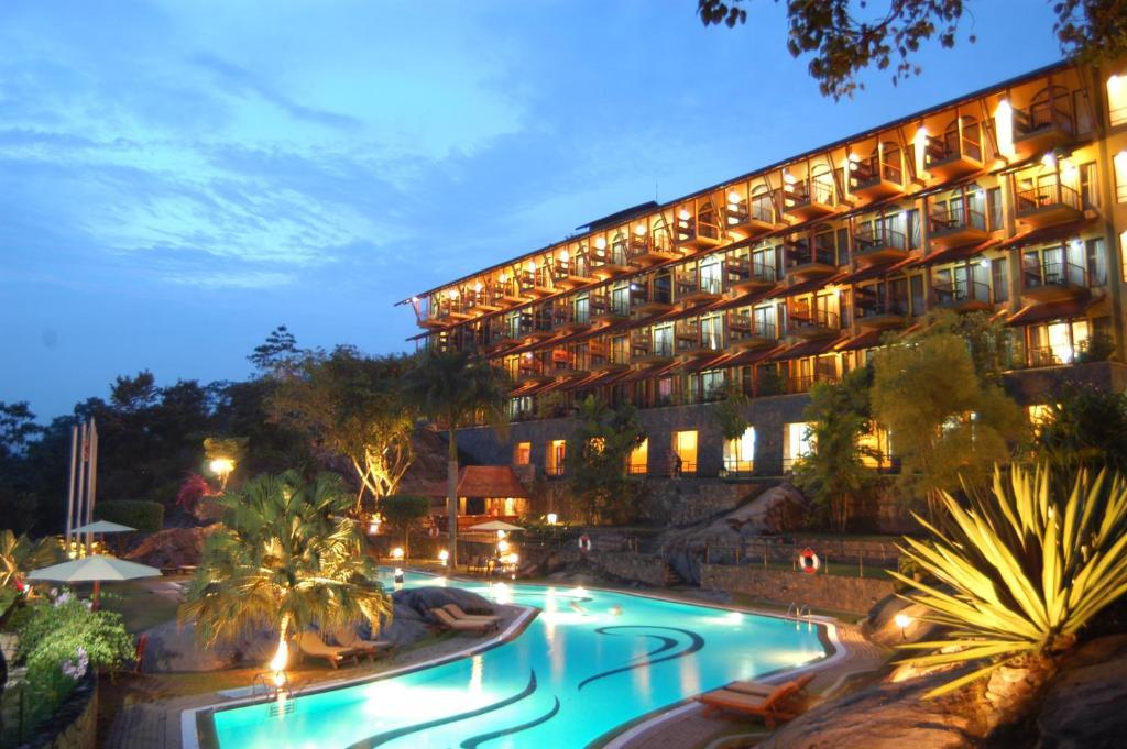 منظر المسبح في فندق إيرلز ريجنسي او بالجوار