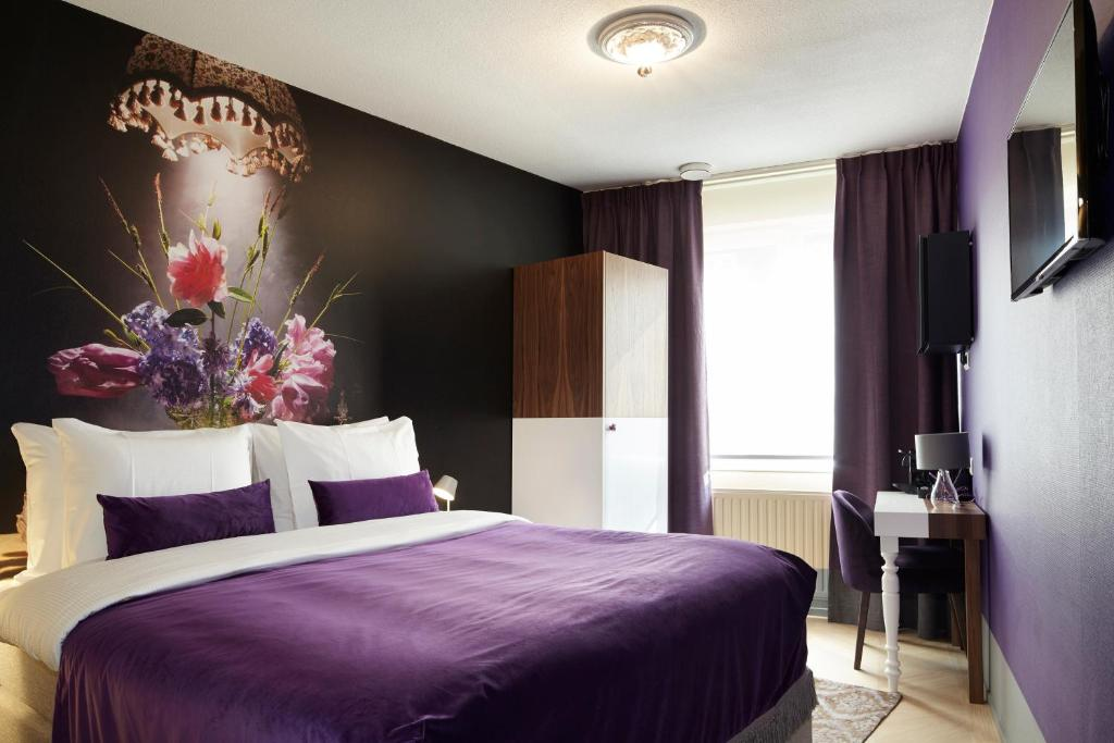 A bed or beds in a room at The Muse Amsterdam - Boutique Hotel