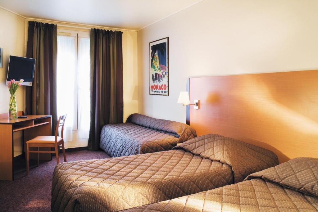 Cama ou camas em um quarto em Hôtel Du Lion
