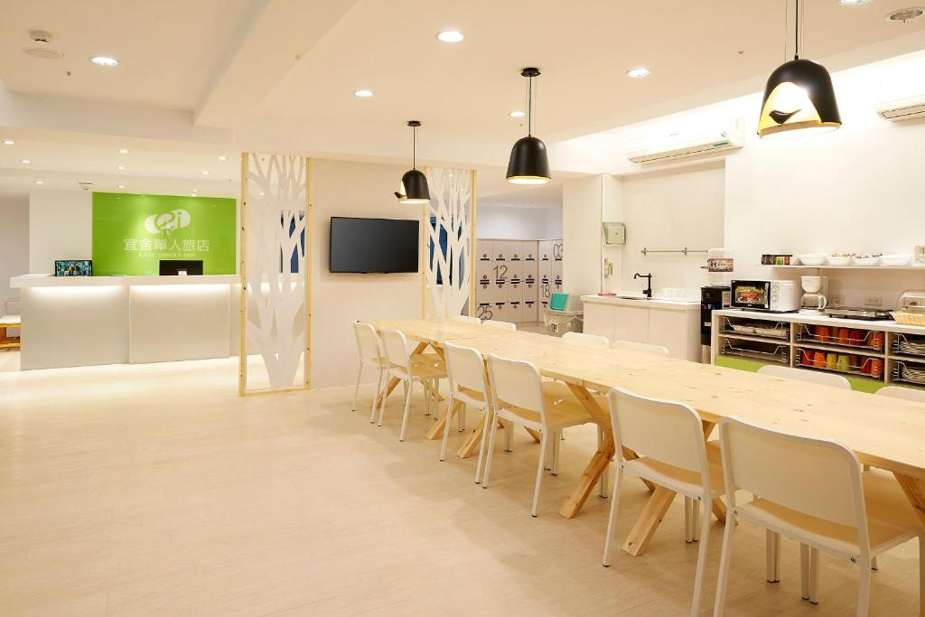 A kitchen or kitchenette at Ease Single Inn