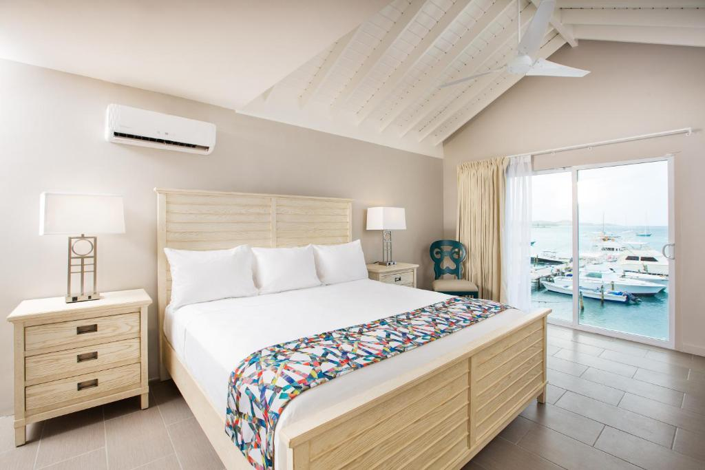 A bed or beds in a room at Caravelle Hotel