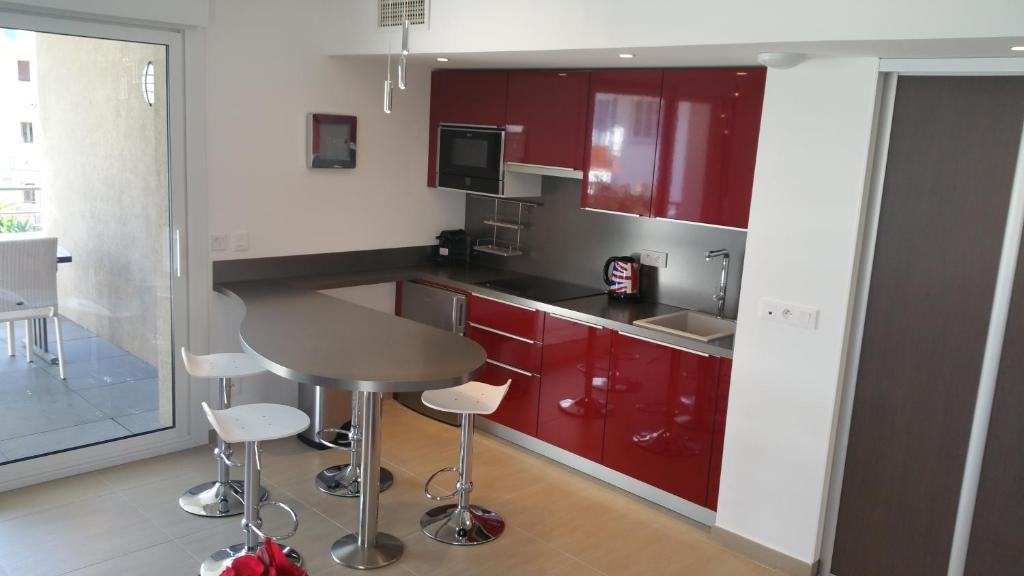 A kitchen or kitchenette at Luxury one bedroom Cannes