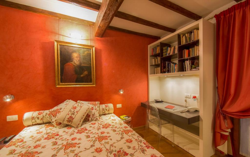 A bed or beds in a room at Sitornino Apartment