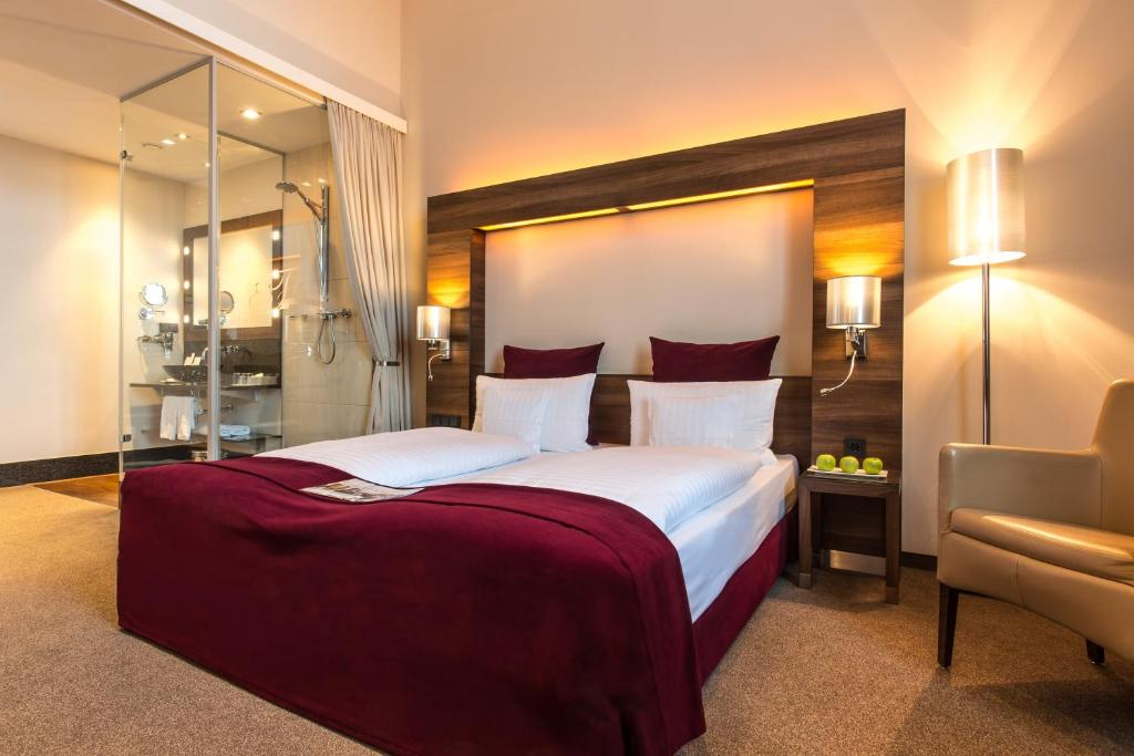A bed or beds in a room at Fleming's Selection Hotel Wien-City