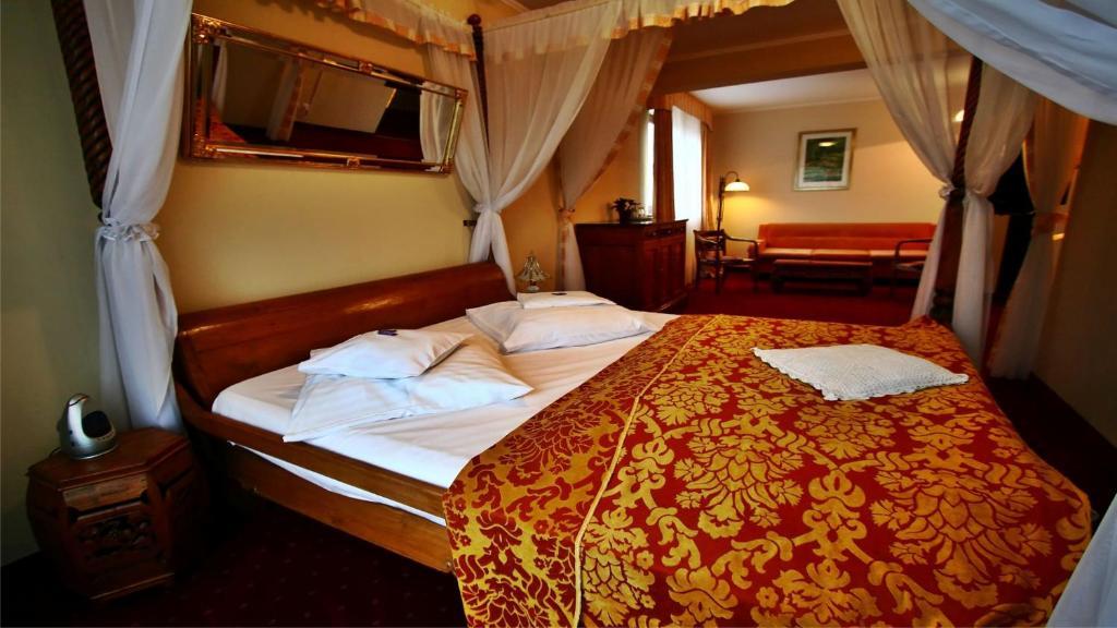Łóżko lub łóżka w pokoju w obiekcie Adriano Spa