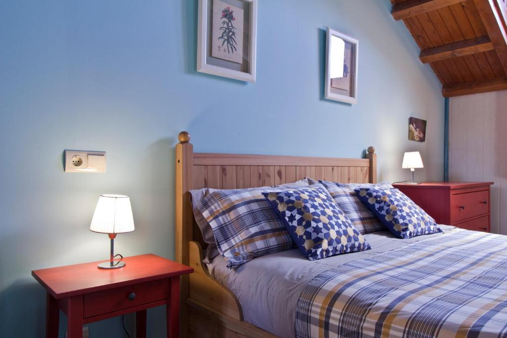 A bed or beds in a room at Valle de Aísa