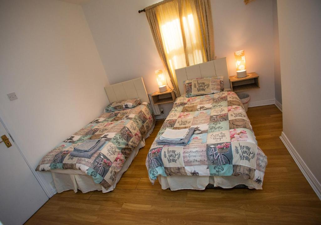 A bed or beds in a room at Chamberlain House