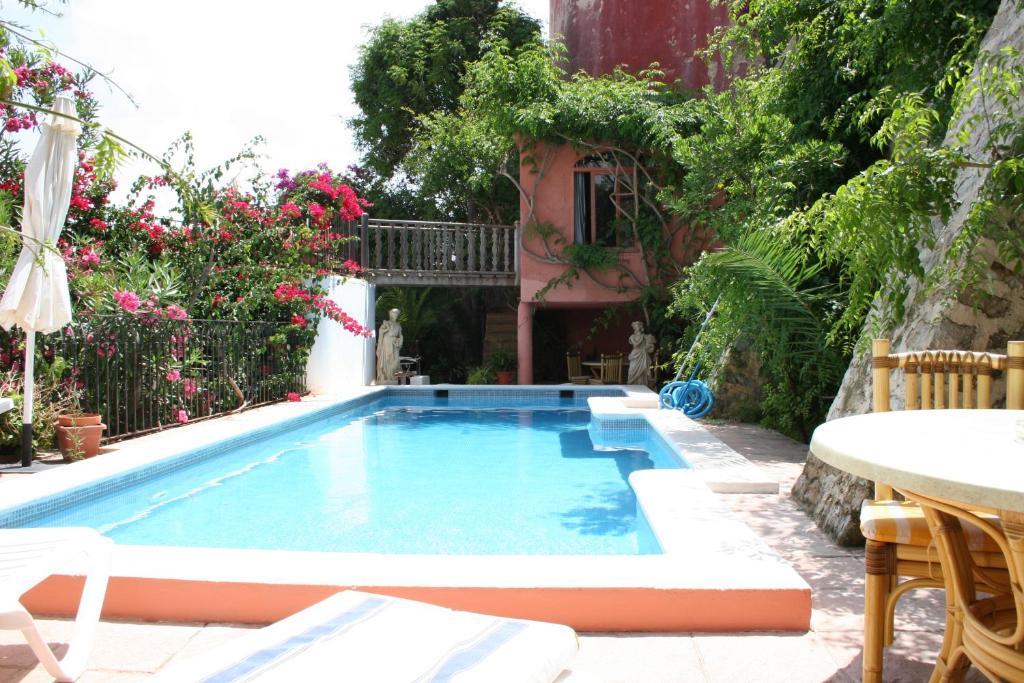 The swimming pool at or near Aparthotel Navila