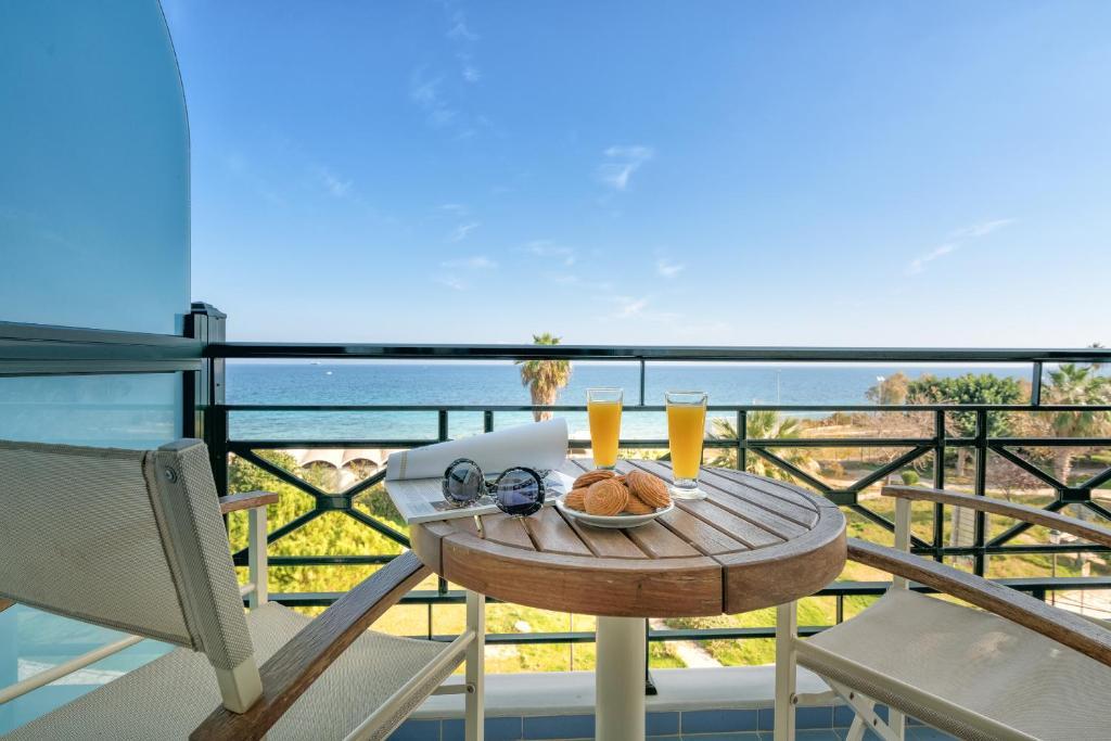 A balcony or terrace at Plaza Hotel
