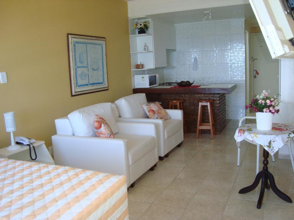 A seating area at Farol Barra Flat 202