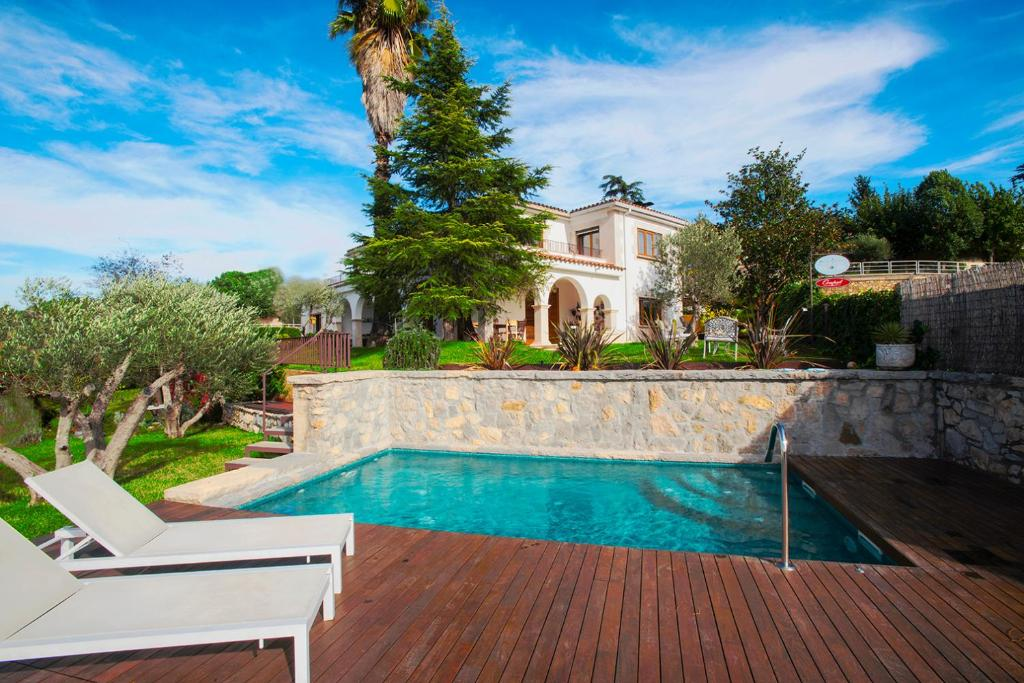 La pileta dentro o cerca de Montjuic Boutique Bed & Breakfast Girona