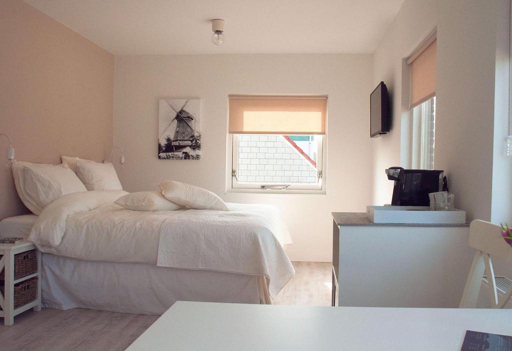 A bed or beds in a room at De Molenaar