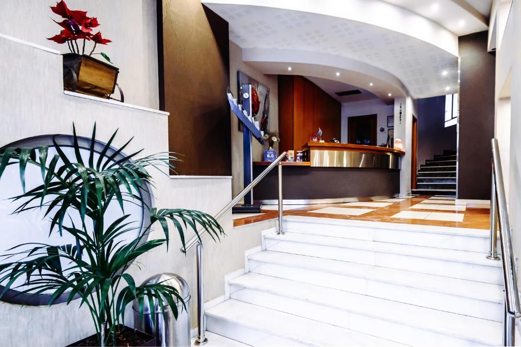El vestíbulo o zona de recepción de Athens Mirabello