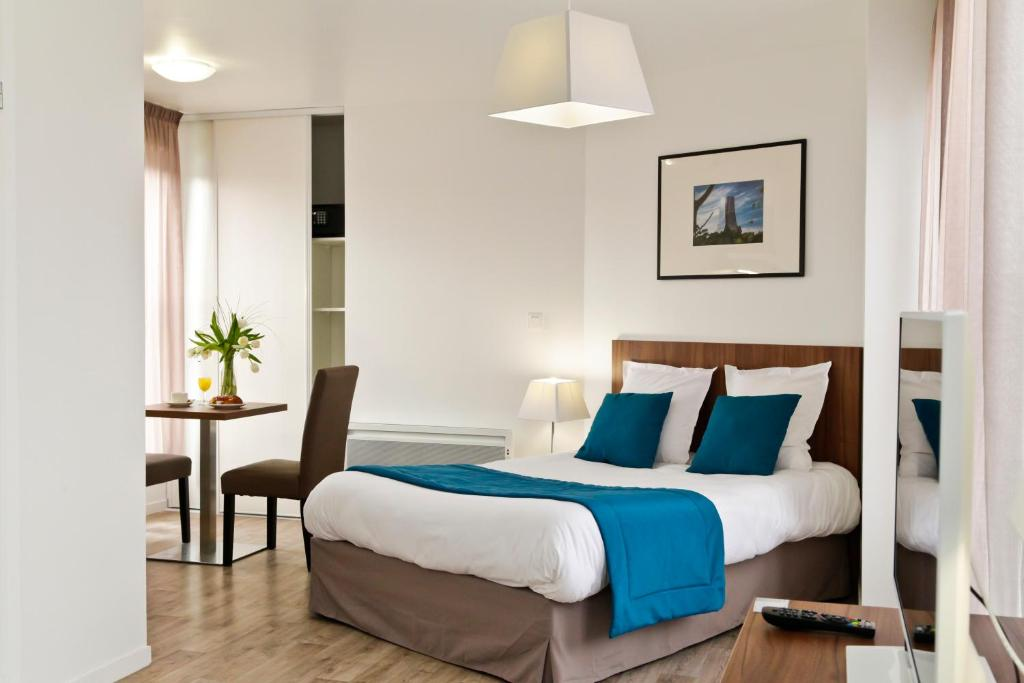 A bed or beds in a room at Odalys City Amiens Blamont