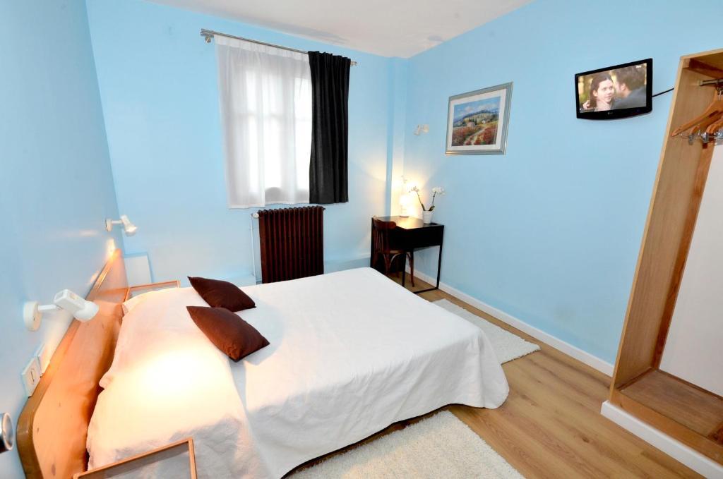 Un ou plusieurs lits dans un hébergement de l'établissement Hôtel de l'Ours