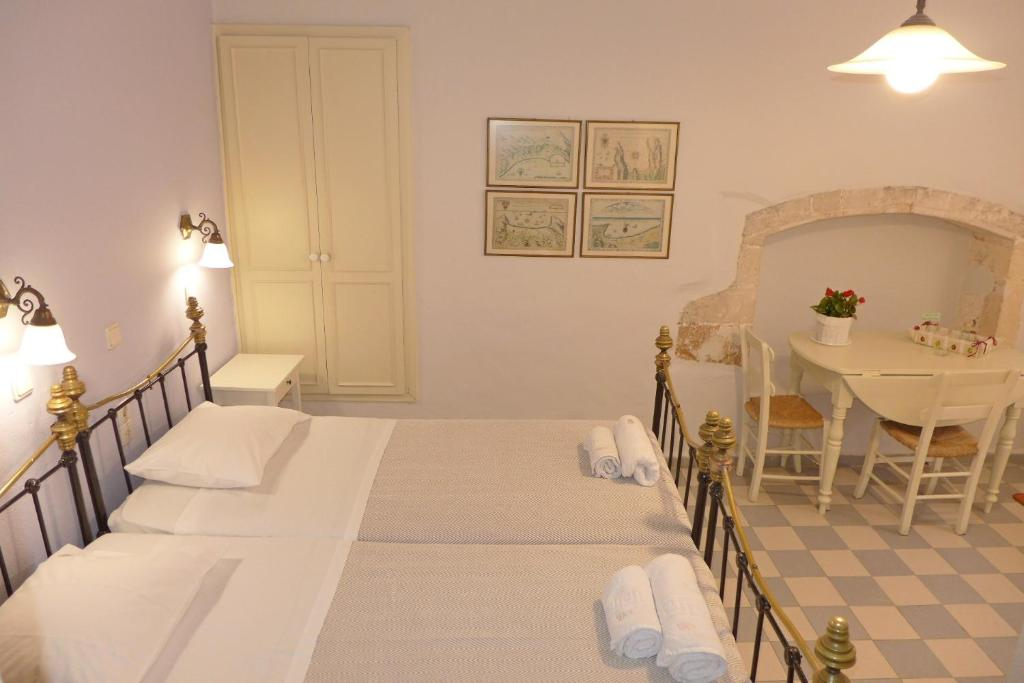 A bed or beds in a room at Pension Eva