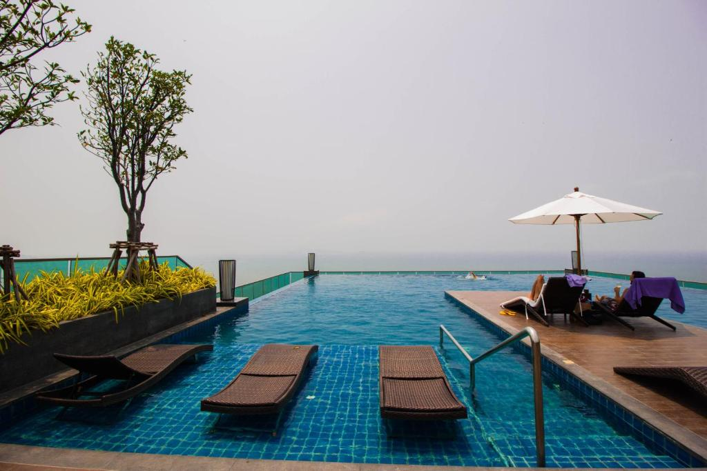 The swimming pool at or near Wongamat Tower by Pattaya Sunny Rentals