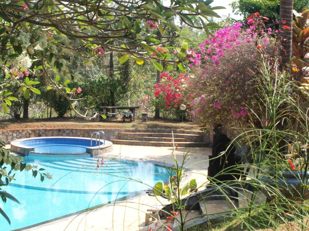The swimming pool at or close to The Gecho Inn Country