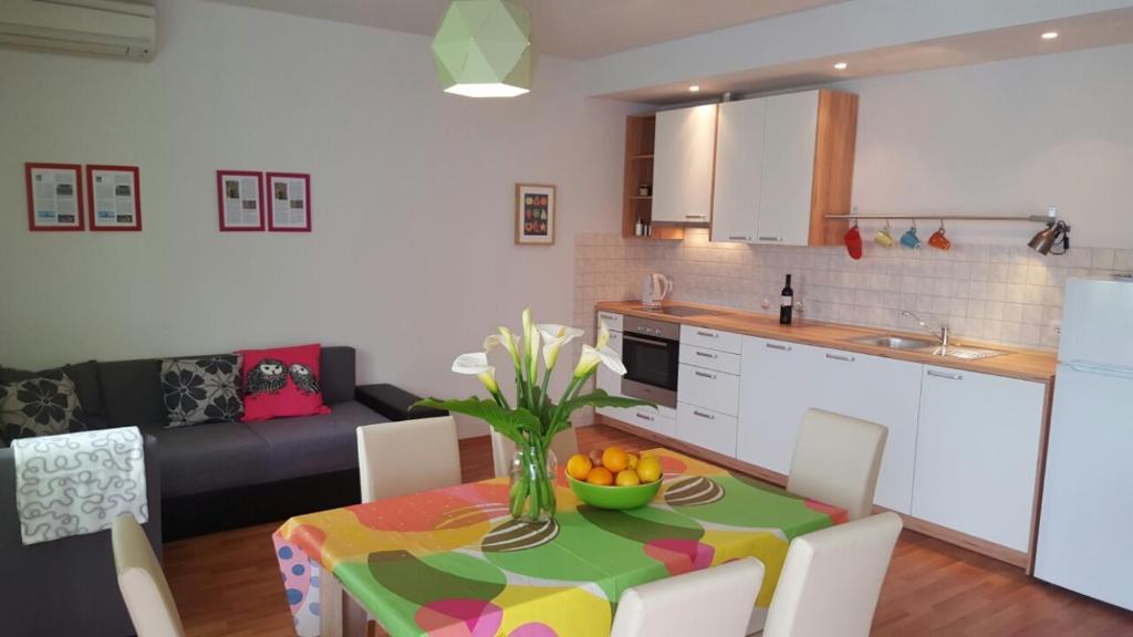 A kitchen or kitchenette at Apartment Kairos