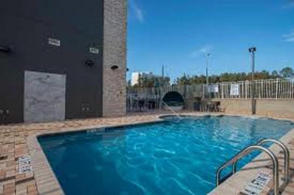 The swimming pool at or near Hampton Inn Greenville/I-385 Haywood Mall, SC