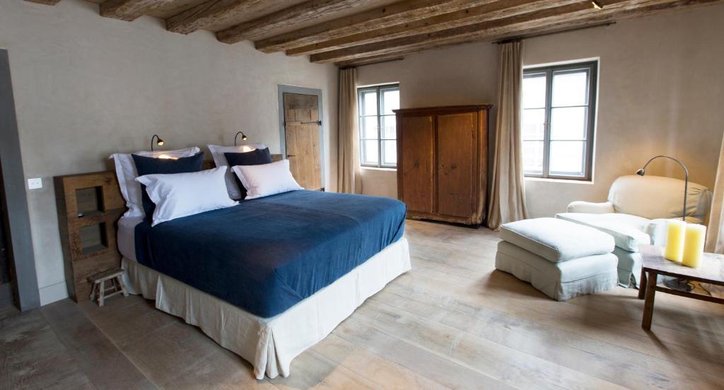 Ein Bett oder Betten in einem Zimmer der Unterkunft Townhouse Weisses Kreuz