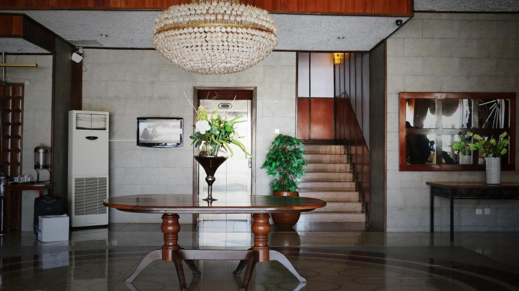 The lobby or reception area at Hotel Inter Chimoio