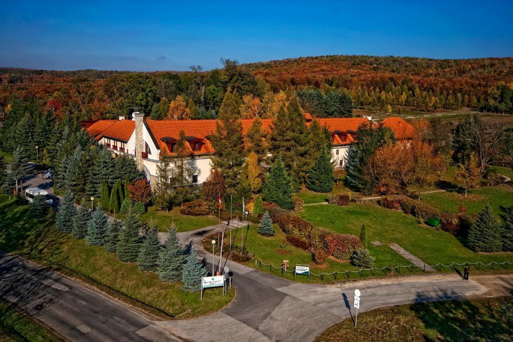 A bird's-eye view of Szarvaskút Hotel