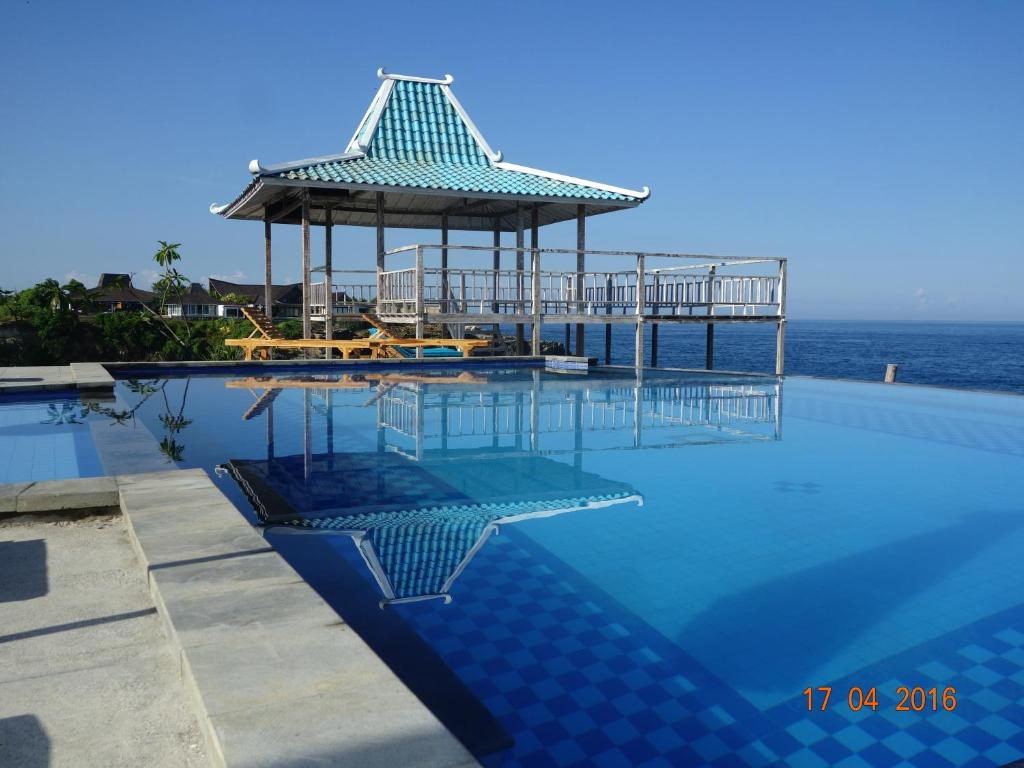 The swimming pool at or near Cliff Park Lembongan