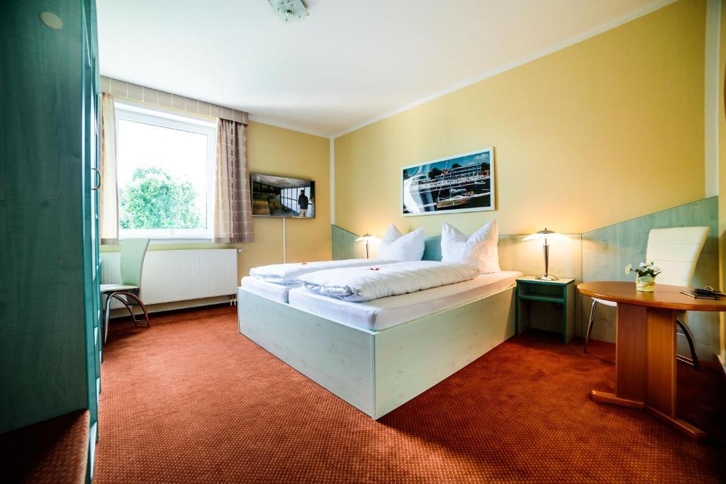 Ein Bett oder Betten in einem Zimmer der Unterkunft Parkhotel Senftenberg