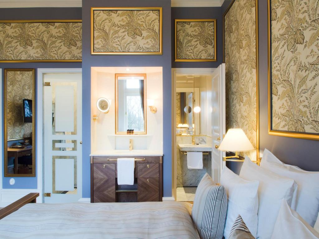 A bed or beds in a room at Grand Hotel Lund