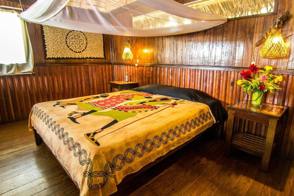 A bed or beds in a room at Corto Maltes Amazonia