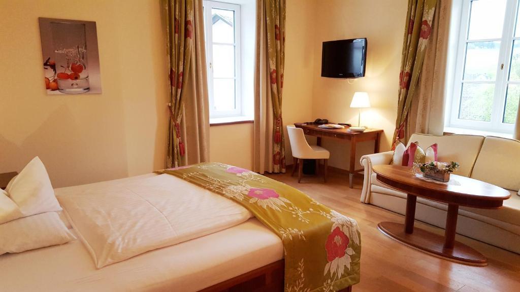 Ein Bett oder Betten in einem Zimmer der Unterkunft Landhaus Stift Ardagger