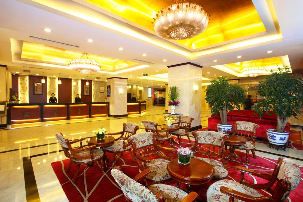 A restaurant or other place to eat at Sunworld Hotel Wangfujing