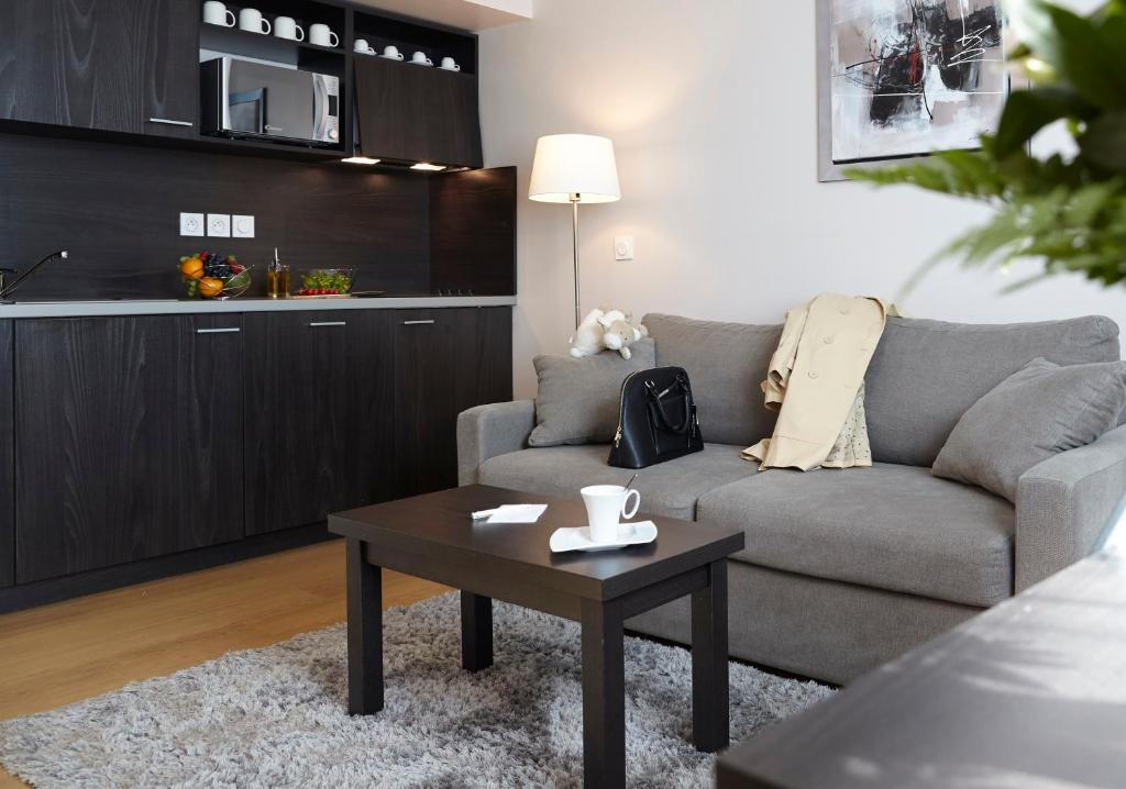 A seating area at Seven Urban Suites Nantes Centre